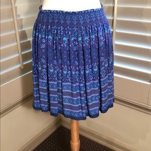 Easy flowing skirt with elasticized waistband